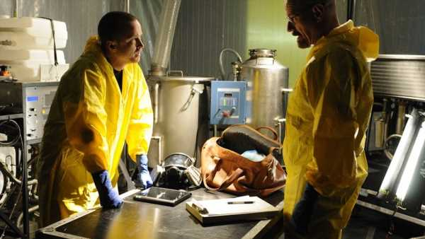 Here's Why Fans Think Aaron Paul & Bryan Cranston Are Filming A 'Breaking Bad' Movie