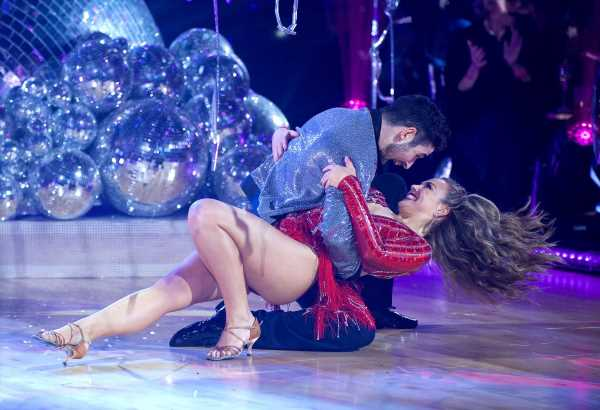 'DWTS' Reveals Voting Twist and Eliminates First Celeb