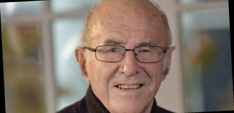 Legendary broadcaster and author Clive James dies aged 80