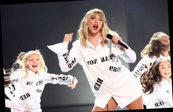 Taylor Swift rocks the AMAs following Scooter Braun feud