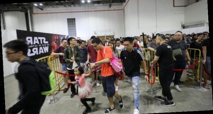 Fans Flock to First Singapore ComicCon