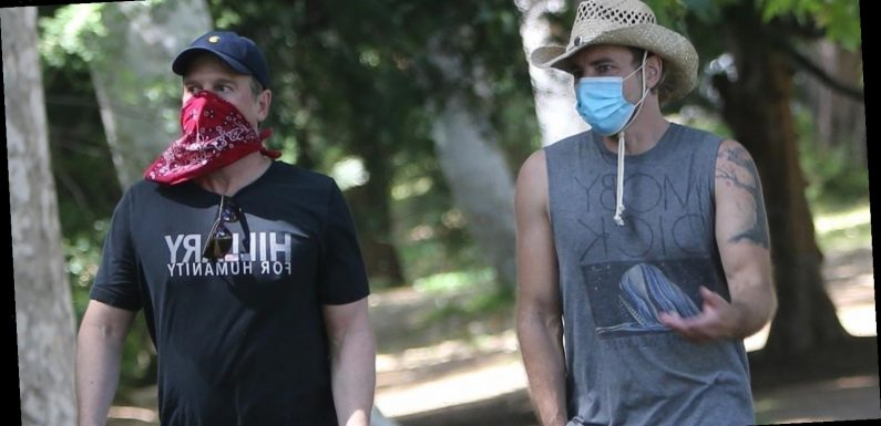 Dax Shepard Reunites with 'Parenthood' Co-Star Peter Krause for Afternoon Hike!