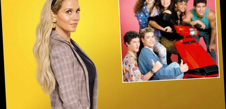 Elizabeth Berkley: 'Saved by the Bell' reboot rocks 'fresh, new vibe'