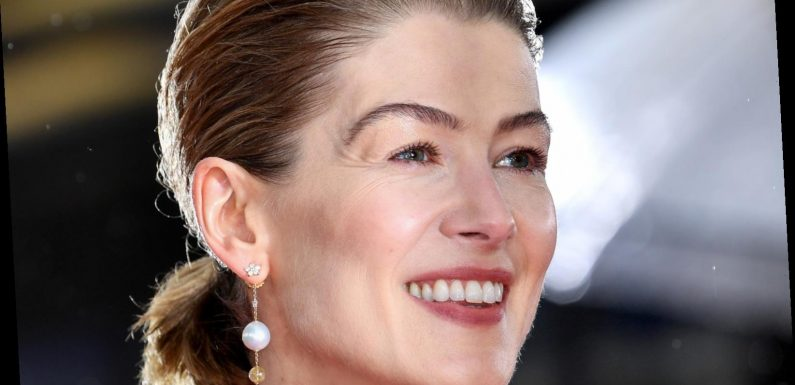 Rosamund Pike's Golden Globes Diss About Rudy Giuliani Has Fans Talking