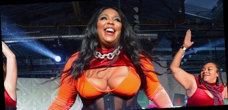 Lizzo Tries On the Viral TikTok Leggings – Watch!