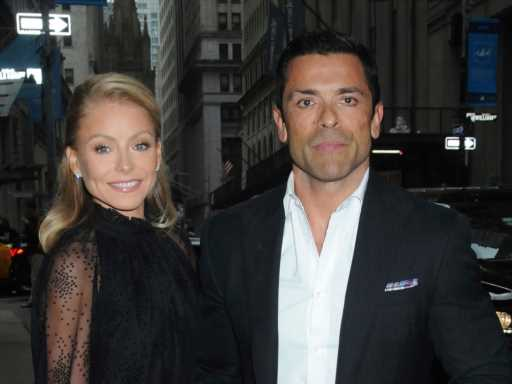 Kelly Ripa's 'Traditional' Marriage Sounds Like It Gives Mark Consuelos a Pretty Big Pass