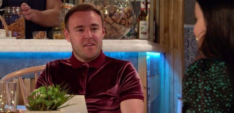Coronation Street's Tyrone unveils new look after dumping Fiz