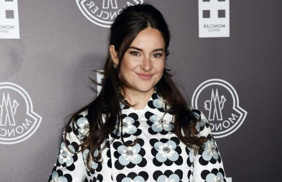 Shailene Woodley Still Uses a Flip Phone to Make Calls Because People 'Don't Notice Each Other Any More'