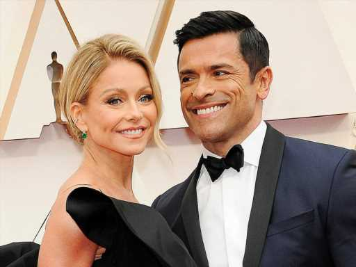 Mark Consuelos Looks Uncomfortably Hot in This Pic Snapped by Appreciative Wife Kelly Ripa