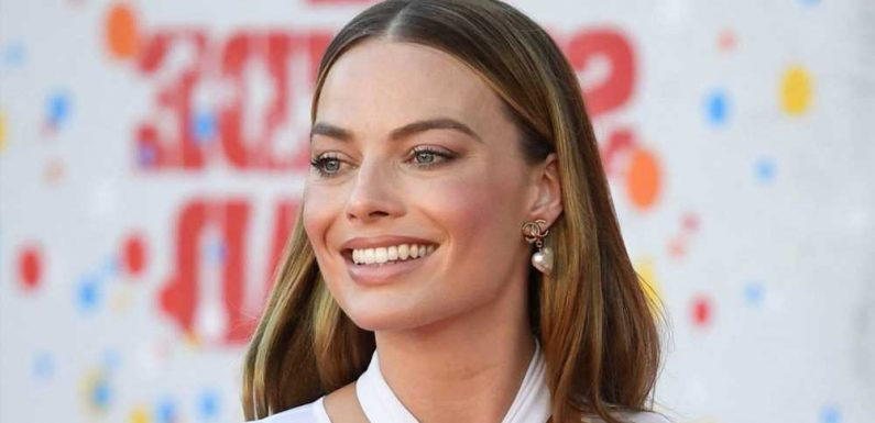 Margot Robbie Debuted Red Hair on the Set of Her New Movie