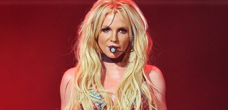 Britney Spears bares all as she poses for photos during getaway: 'Playing in the Pacific never hurt anybody'