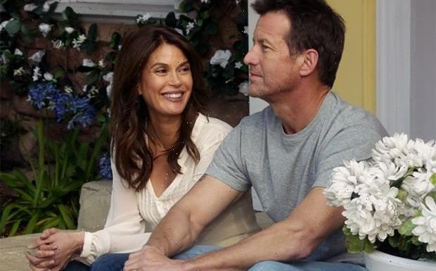 Desperate Housewives' Teri Hatcher, James Denton Reuniting for Hallmark Holiday Movie A Kiss Before Christmas